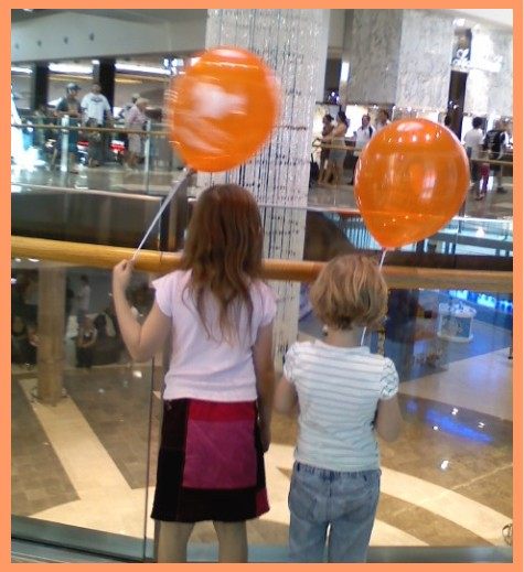 girls-with-balloons