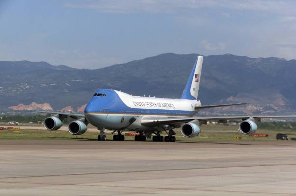 http://janezlifeandtimes.files.wordpress.com/2009/04/vc-25_air_force_one_2004.jpg