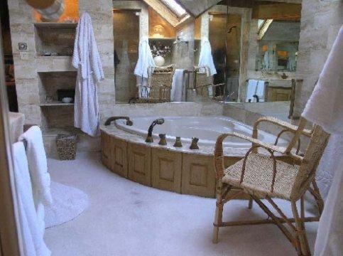 domaine-lagrange-france-bathroom-suite_premium3