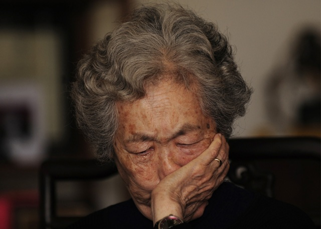 mother of 17 years old Jiang Jiang who was shot in heart china